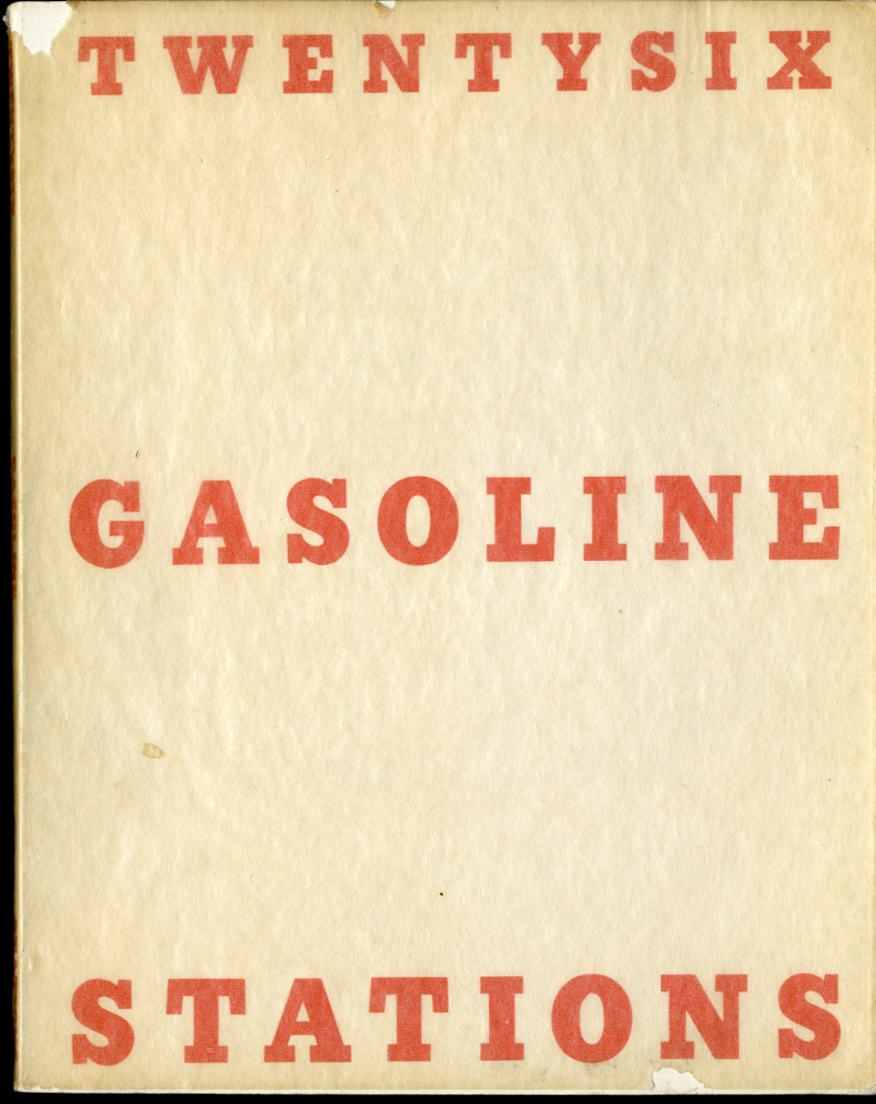 Twentysix Gasoline Stations (Edward Ruscha), copertina.