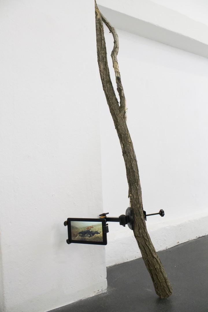 Edoardo Manzoni Settembre, 2016 ramo, staffa, tablet, immagine digitale 206x65x7 cm