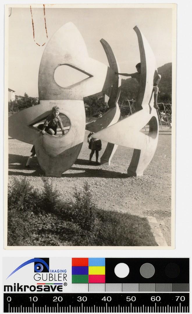 Gabriel Stöckli Elsy Blom, Trias, Sculture in Beton, Parco giochi Bachwiesen, 1961 ph: gta Archives / ETH Zürich, Heinz Isler