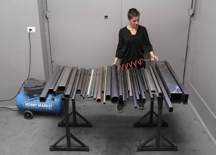 Martina Brembati Quando non c'è lavoro concerto per strumento di tubi e compressore, performance, 2016