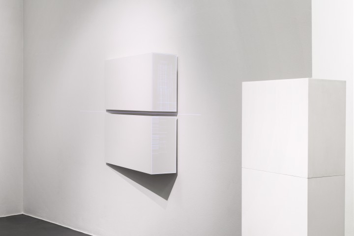 Minus.log - Cure 01, 2015, Installazione audiovisiva, dettaglio, Galleria Bianconi (ph Tiziano Doria)