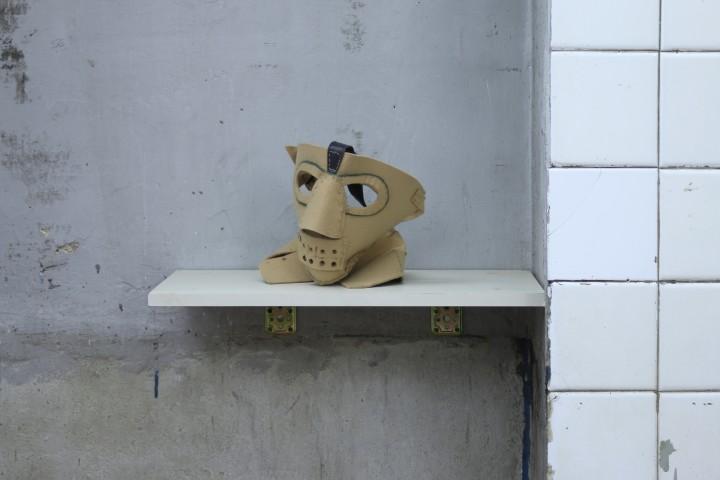 Nico Angiuli, Maschera di Pascali (da Incarnatio Duabus Rotis Rotatis), maschera in feltro cucita a mano, 2009.